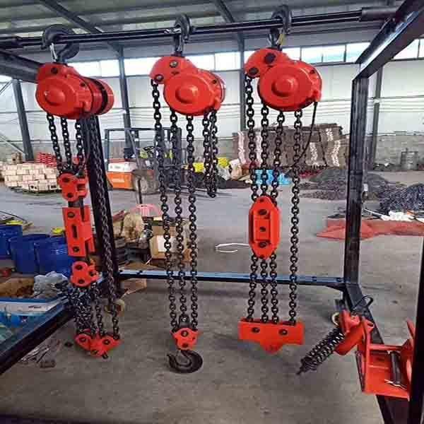 电动葫芦应用在建筑爬架